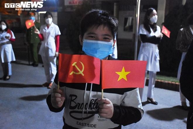 Người dân hô vang 'Chí Linh chiến thắng' thời khắc thành phố được dỡ phong tỏa - 8