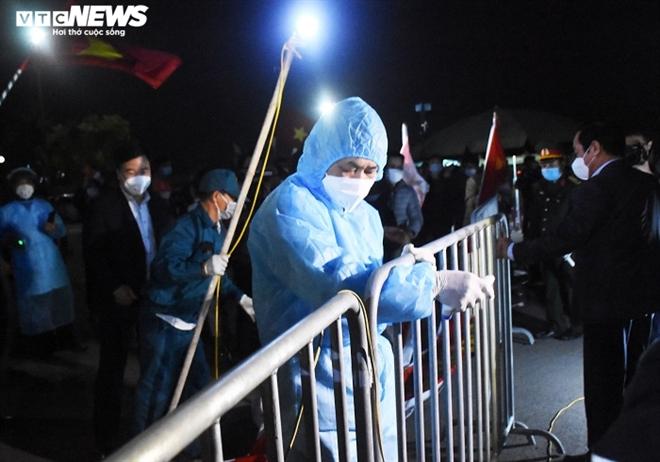 Người dân hô vang 'Chí Linh chiến thắng' thời khắc thành phố được dỡ phong tỏa - 9