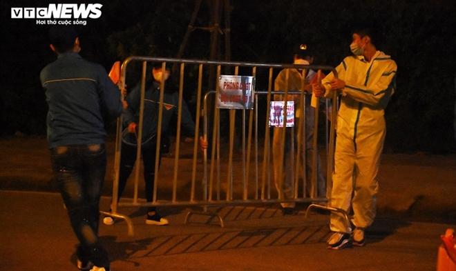 Người dân hô vang 'Chí Linh chiến thắng' thời khắc thành phố được dỡ phong tỏa - 11