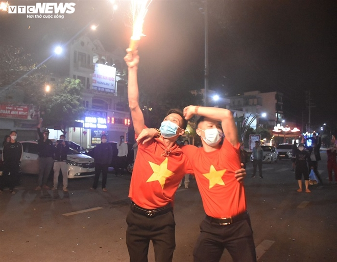 Người dân hô vang 'Chí Linh chiến thắng' thời khắc thành phố được dỡ phong tỏa - 3