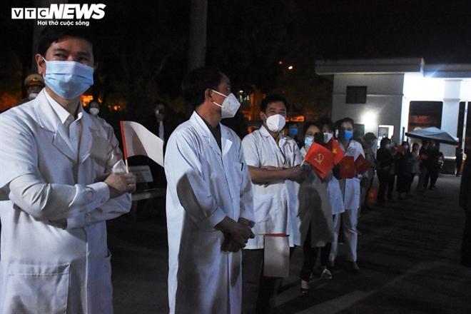 Người dân hô vang 'Chí Linh chiến thắng' thời khắc thành phố được dỡ phong tỏa - 5