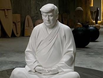 Tượng Trump ngồi thiền hút khách Trung Quốc