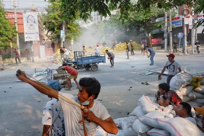 Biểu tình ở Myanmar: Thêm 39 người chết, Trung Quốc kêu gọi bảo vệ nhà máy - 1