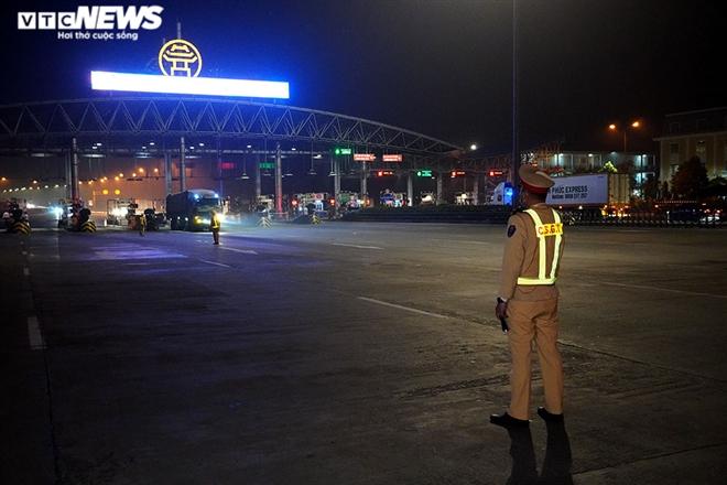 CSGT trắng đêm kiểm tra nồng độ cồn và ma túy trên cao tốc Pháp Vân - Cầu Giẽ - 1