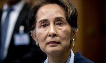 Suu Kyi tiếp tục bị cáo buộc nhận hối lộ