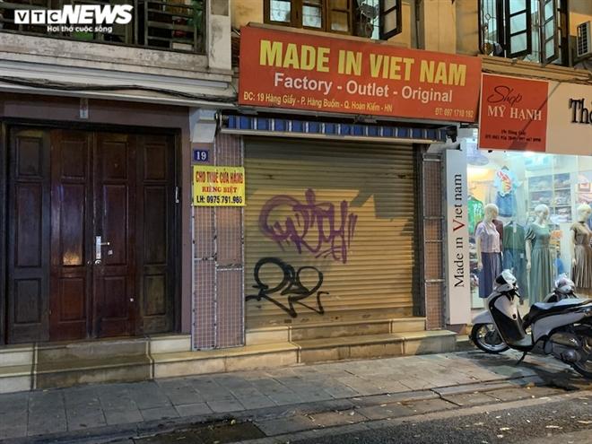 Hàng loạt cửa hàng khắp Hà Nội vẫn đóng cửa im ỉm, 'đắp chiếu' chờ khách thuê - 3