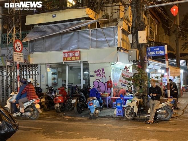 Hàng loạt cửa hàng khắp Hà Nội vẫn đóng cửa im ỉm, 'đắp chiếu' chờ khách thuê - 4