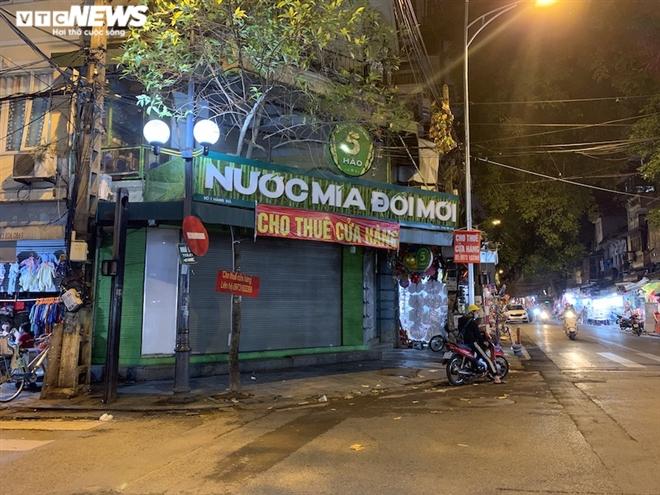 Hàng loạt cửa hàng khắp Hà Nội vẫn đóng cửa im ỉm, 'đắp chiếu' chờ khách thuê - 6