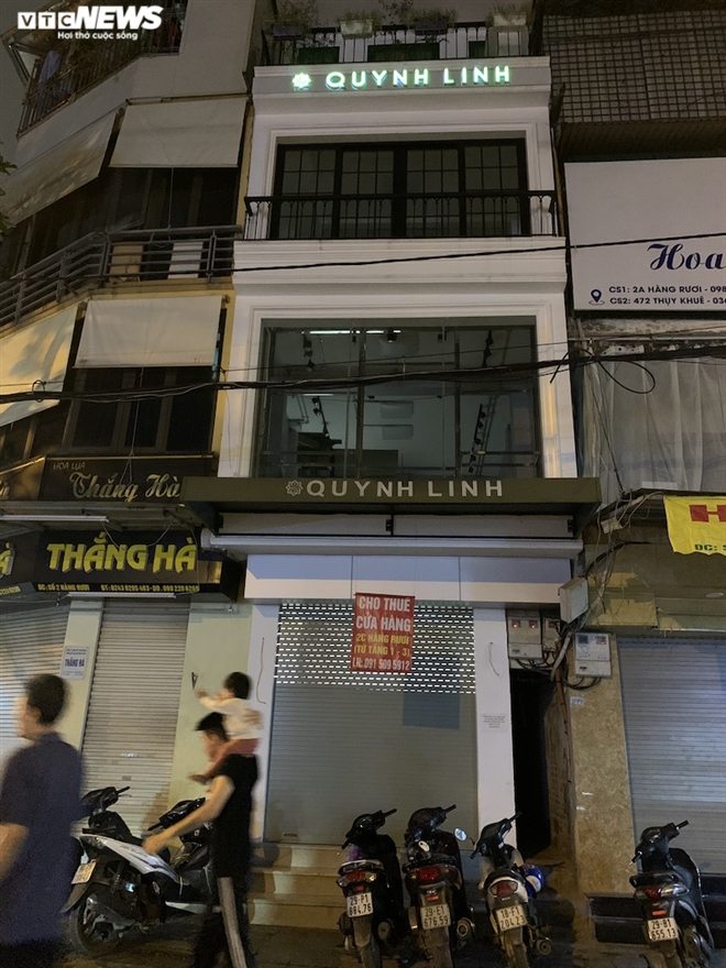 Hàng loạt cửa hàng khắp Hà Nội vẫn đóng cửa im ỉm, 'đắp chiếu' chờ khách thuê - 8