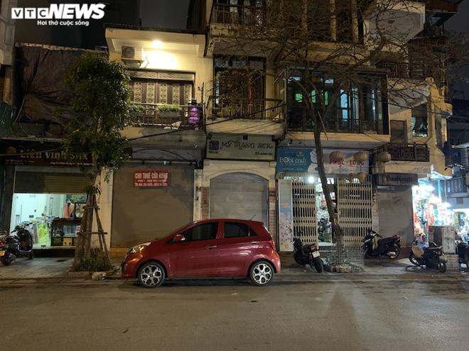 Hàng loạt cửa hàng khắp Hà Nội vẫn đóng cửa im ỉm, 'đắp chiếu' chờ khách thuê - 11