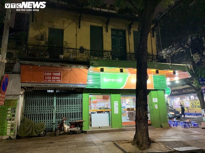 Hàng loạt cửa hàng khắp Hà Nội vẫn đóng cửa im ỉm, 'đắp chiếu' chờ khách thuê - 20
