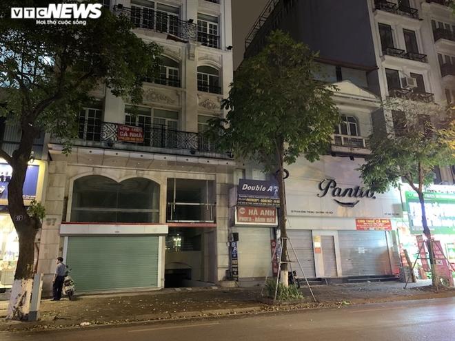 Hàng loạt cửa hàng khắp Hà Nội vẫn đóng cửa im ỉm, 'đắp chiếu' chờ khách thuê - 21