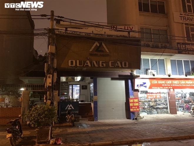 Hàng loạt cửa hàng khắp Hà Nội vẫn đóng cửa im ỉm, 'đắp chiếu' chờ khách thuê - 22