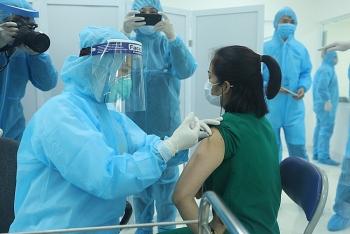 9 nhóm người cần trì hoãn tiêm vaccine Covid-19