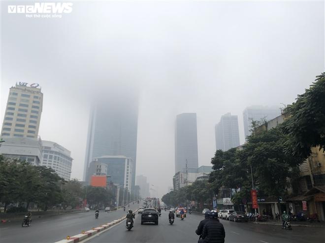Sương mù bao phủ miền Bắc, trưa trời nắng nhẹ  - 1