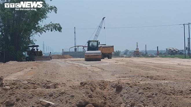 Chở đất lậu thi công dự án đường gần 700 tỷ đồng ở Huế: Xử lý thế nào? - 1