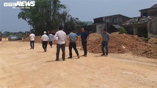 Chở đất lậu thi công dự án đường gần 700 tỷ đồng ở Huế: Xử lý thế nào? - 2