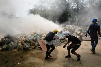 Thêm hai người chết, dân biểu tình Myanmar nghi có lính bắn tỉa