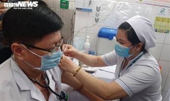 TP.HCM bắt đầu chiến dịch tiêm vaccine COVID-19 cho 8.000 nhân viên chống dịch