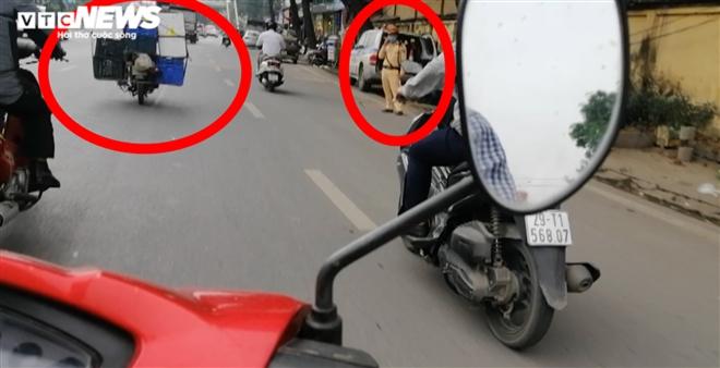 Ảnh: Xe 'thây ma' lộng hành ở Hà Nội đe doạ người dân, ngang nhiên qua mặt CSGT - 3