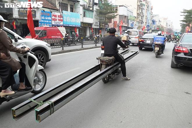 Ảnh: Xe 'thây ma' lộng hành ở Hà Nội đe doạ người dân, ngang nhiên qua mặt CSGT - 6