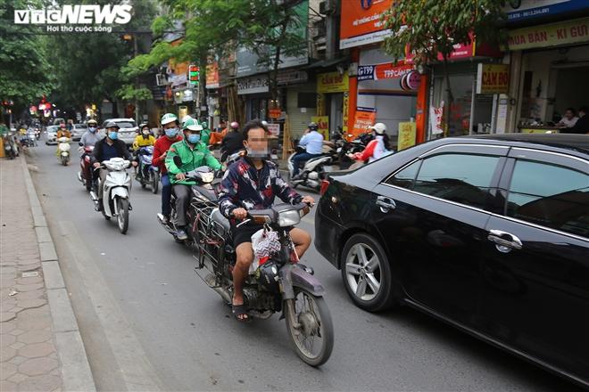 Ảnh: Xe 'thây ma' lộng hành ở Hà Nội đe doạ người dân, ngang nhiên qua mặt CSGT - 11