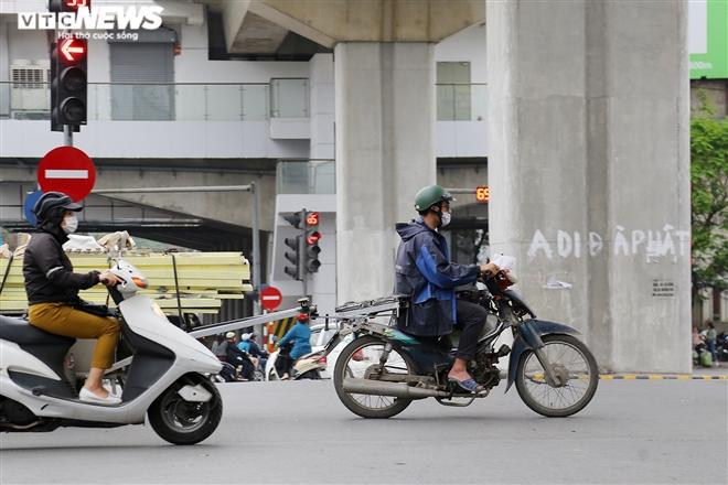 Ảnh: Xe 'thây ma' lộng hành ở Hà Nội đe doạ người dân, ngang nhiên qua mặt CSGT - 12