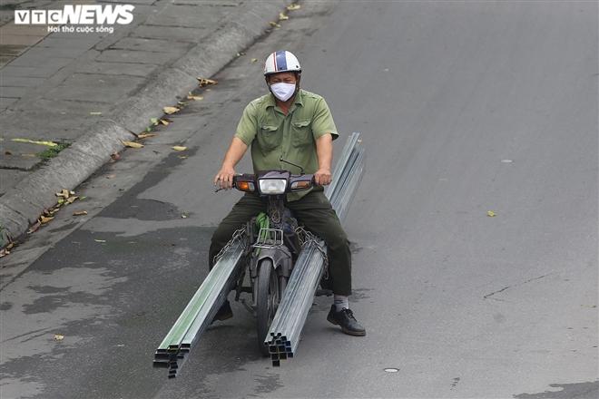 Ảnh: Xe 'thây ma' lộng hành ở Hà Nội đe doạ người dân, ngang nhiên qua mặt CSGT - 18