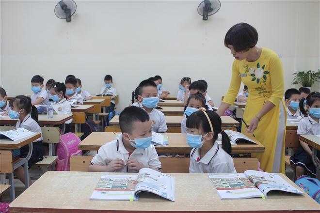 SGK lớp 1 nhiều lỗi: Vì sao NXB Giáo dục Việt Nam chưa công bố sửa, hiệu đính?
