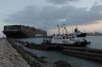 Vừa có chút hy vọng, chiến dịch giải cứu tàu kẹt ở kênh Suez lại vấp