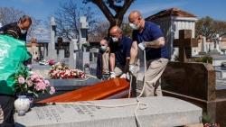 Đại dịch COVID-19 ngày 12/4: Số người chết tại Mỹ vượt mốc 20.000