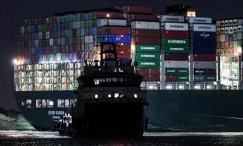 Nỗ lực chạy đua với siêu mặt trăng giải cứu tàu trên kênh Suez