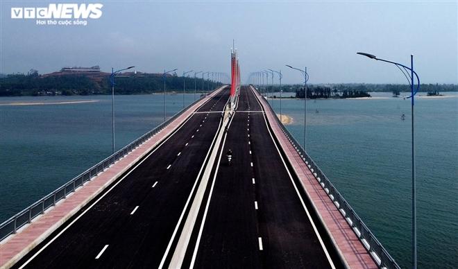 Cận cảnh cầu dây văng 2.250 tỷ đồng sắp vận hành ở Quảng Ngãi - 7