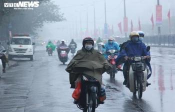 Bắc Bộ đón không khí lạnh, trời đổ mưa to, gió giật