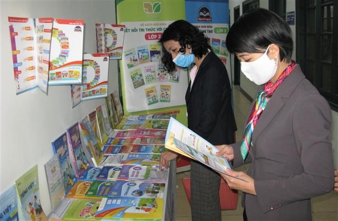 Giá sách giáo khoa lớp 2 và 6 tăng gấp 3 lần, chất lượng có tăng?