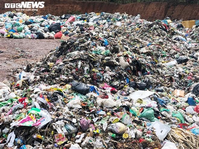 Dân kêu trời vì bãi tập kết rác bốc mùi thối, ruồi bâu kín: UBND huyện nói gì? - 2