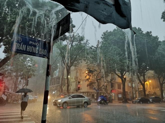 Bắc Bộ mưa rất to, trời chuyển rét - 1