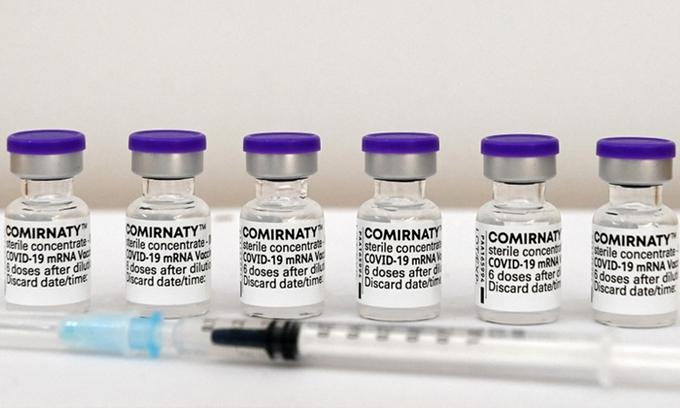 """Vaccine Pfizer giả được bán với giá """"trên trời"""""""