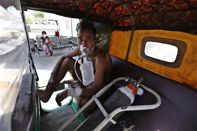 Ấn Độ khủng hoảng COVID-19: Số ca bệnh gia tăng kỷ lục ngày thứ 3 liên tiếp - 2