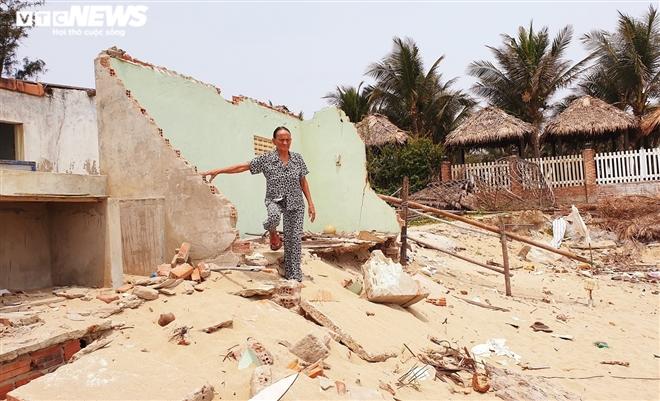 Sóng 'xé toạc' 1,8km bờ biển Hội An, quật sập nhà hàng của dân - 11