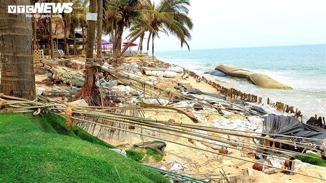 Sóng 'xé toạc' 1,8km bờ biển Hội An, quật sập nhà hàng của dân - 8