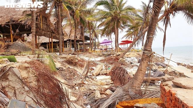 Sóng 'xé toạc' 1,8km bờ biển Hội An, quật sập nhà hàng của dân - 4