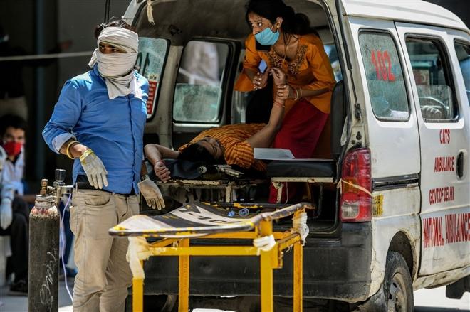 Ấn Độ: Tỷ lệ mắc COVID-19 cao không tưởng, dân ngồi nhà 'chờ' dịch tới - 1