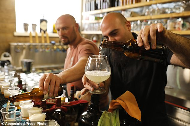 phat hien vi sinh vat song suot 5000 nam mang ve lam ra bia