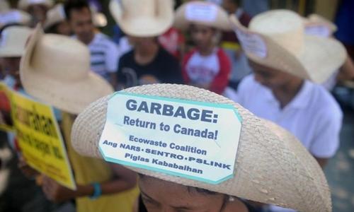 philippines cam quan chuc cong du canada vi cang thang rac thai