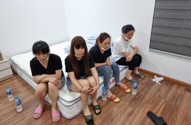 """Cảnh sát phá cửa, bắt quả tang nhóm người Trung Quốc nhập cảnh """"chui"""" ở Hà Nội"""
