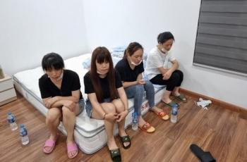 Cảnh sát phá cửa, bắt quả tang nhóm người Trung Quốc nhập cảnh