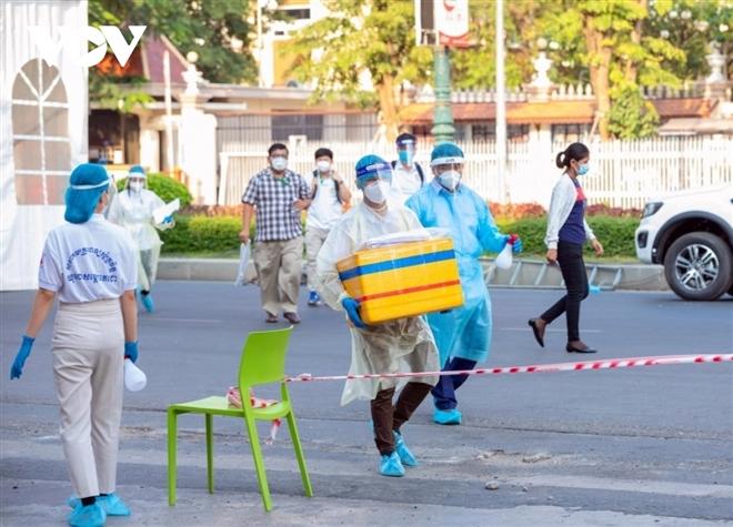 Bộ Y tế Campuchia nêu nguyên nhân chính khiến dịch COVID-19 ngày càng phức tạp - 2