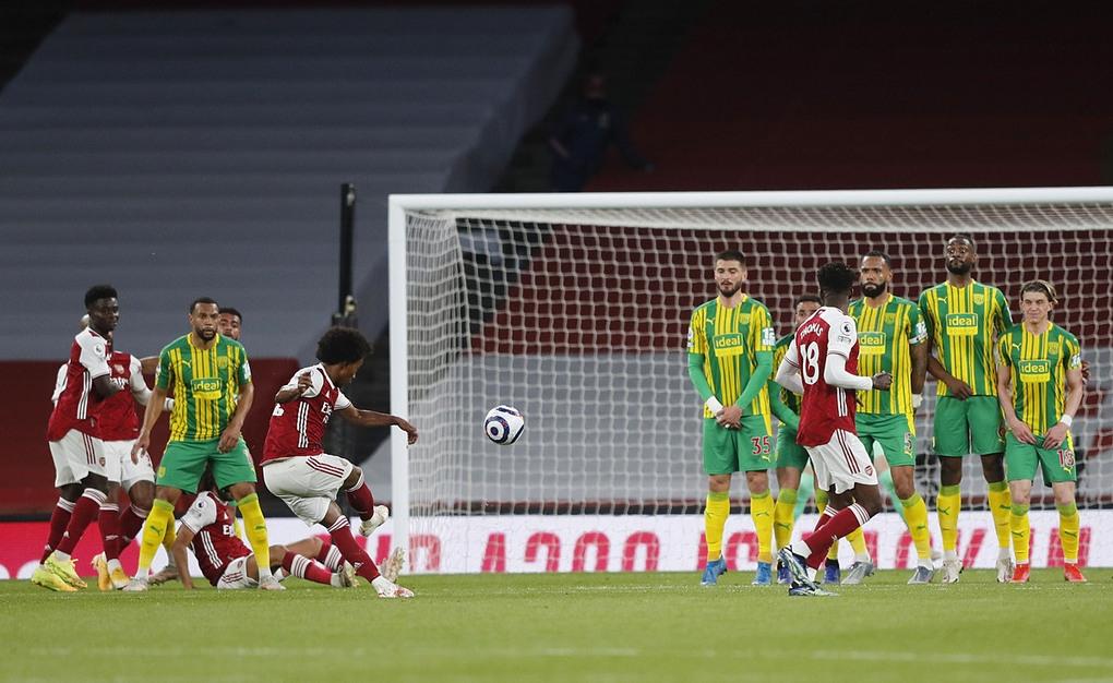 Arsenal thắng sân nhà sau hai tháng