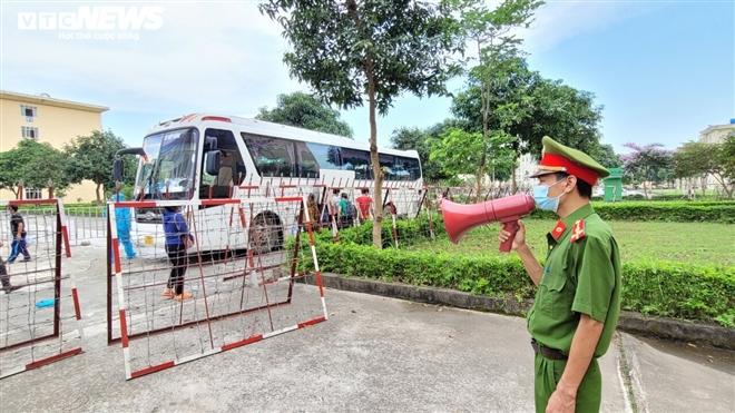 Ảnh: Cuộc sống bên trong khu vực cách ly COVID-19 ở ổ dịch Thuận Thành, Bắc Ninh - 7